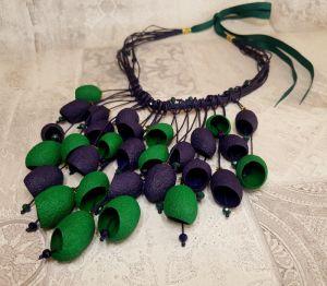 """Ожерелье из шелка Ожерелье из голубых коконов и кристаллов """"Медитация между облаков"""""""