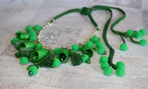 """Зелене намисто в стилі бохо з шовкових коконів, помпонів і монеток """"Мадагаскар"""""""