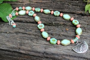Ожерелье мятное с молодым кораллом