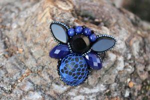 Стефура Марта Брошь-мушка синяя