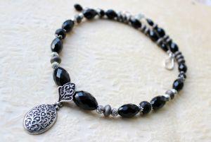 Ожерелье черное с подвеской
