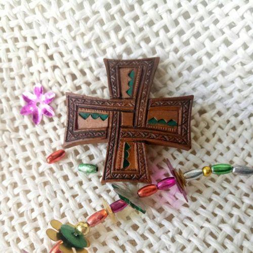 Натільний хрестик