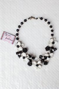 Ожерелье из бисера Черное и белое