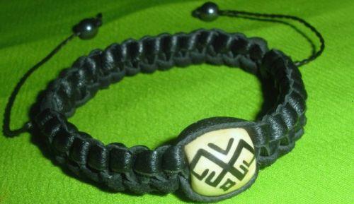 Плетеный кожаный браслет со славянским оберегом Рожаница