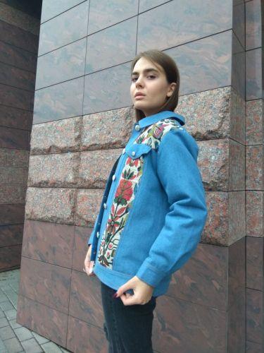 Куртка джинсовая цветочный орнамент