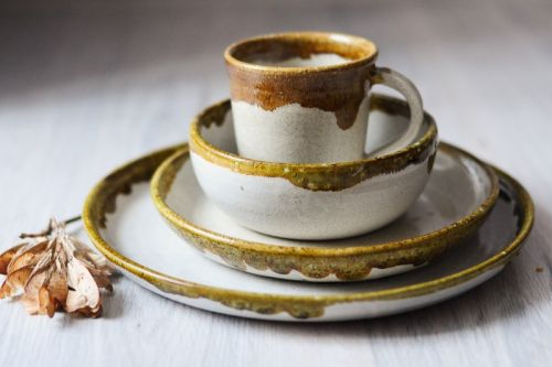 Набір посуду медово-білий