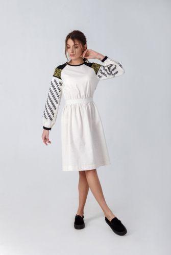Купити Жіноча вишита сукня з вшивним поясом кольору невибіленого ... 02ef2ecb7ce4e