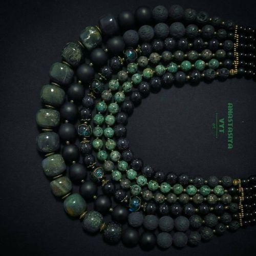 Ожерелье из яшмы «Карпатский лес»