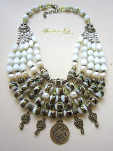 """Ожерелье """"Белое с дукатом"""""""