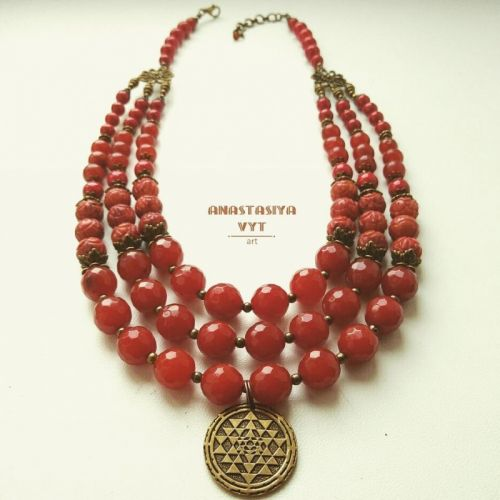 Ожерелье «Рябиновое с монеткой»