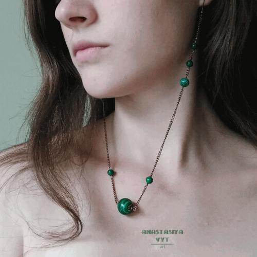 Сережки-кольє у футуристичному стилі «Зелені крапеньки»
