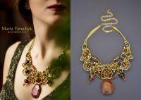 Элегантное ожерелье в золотистых цветах