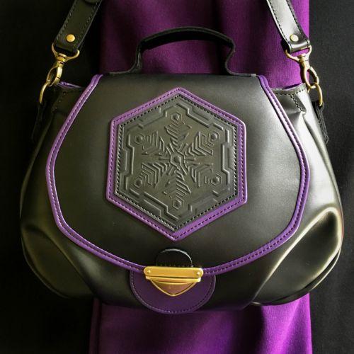 Жіноча чорна шкіряна сумка