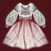 Праздничное платье с вышивкой Апрельский цвет