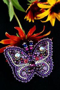 Жованик-Товстолєс Ірина Фіолетова брошка Метелик з кристалами Сваровськи