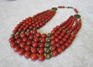 Ожерелье из прессованного коралла