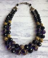 Ожерелье из черного агата и лэмпворк