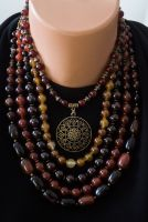 Агатовое ожерелье с кулоном