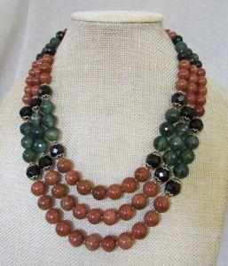 Ожерелье из песчаника с агатом