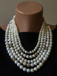 """""""Пацьорки для панянок"""" Ожерелье из белого коралла с кистями"""