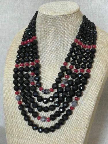 Агатовое ожерелье с вставками из граната и кистями