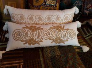 Декоративні подушки Карамель на білому