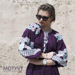 MOTYVY Вышитое платье Пурпур