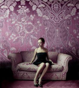 Фотокартини Модель в фіолетовій кімнаті