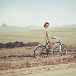 Фотокартины для интерьера Девушка на велосипеде