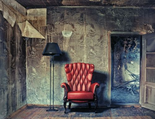 Червоне крісло