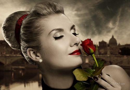 С красной розой