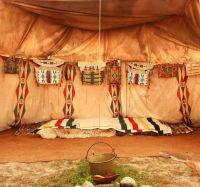 В палатке индейцев