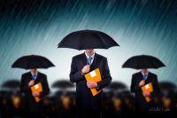 Бизнесмены под дождем