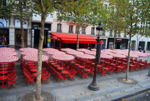 Закрытое кафе. Париж
