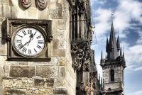 Часы на стене Старогородской ратуши