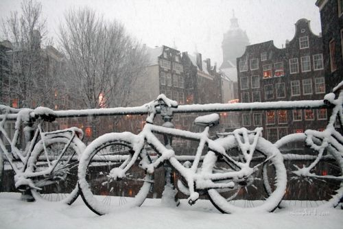 Улица засыпаная снегом