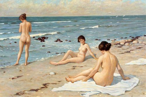 Пляжный мотив - женщины купаются
