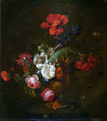 Цветы в каменной вазе