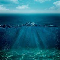У воді