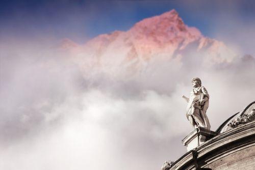 Статуя в небе