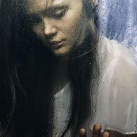 Портрет за стеклом
