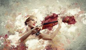 Великолепная женщина, играет на скрипке