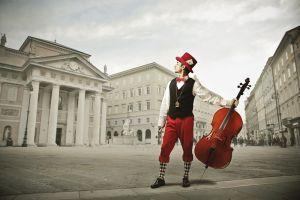 Музыкант с альтом