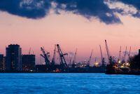 Портовый город ночью
