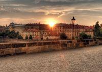 Фонарь на Карловом мосту в Праге