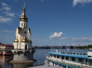 Церковь на реке