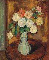 Ваза с розами на столе