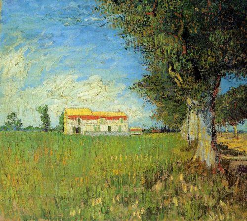 Сельский дом в пшеничном поле