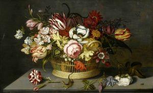 Цветы в круглой вазе