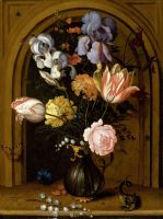 Натюрморт с цветами в стеклянной вазе в передней части ниши